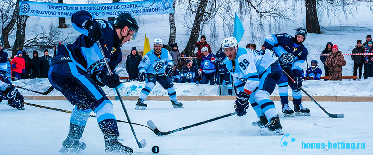 Момент из игры в хоккей на ледяном озере