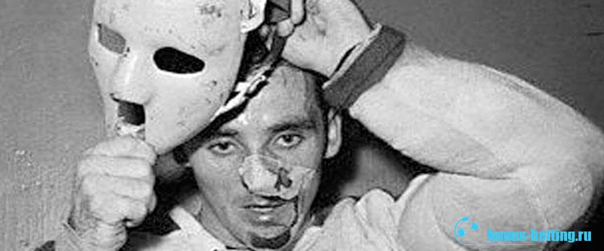 первый хоккеист в маске