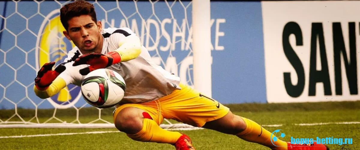 Люка Зидан отбивает мяч