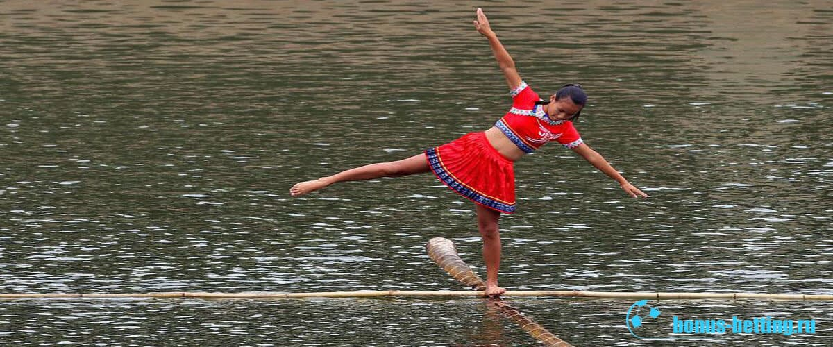 гонки на лодках из бамбука