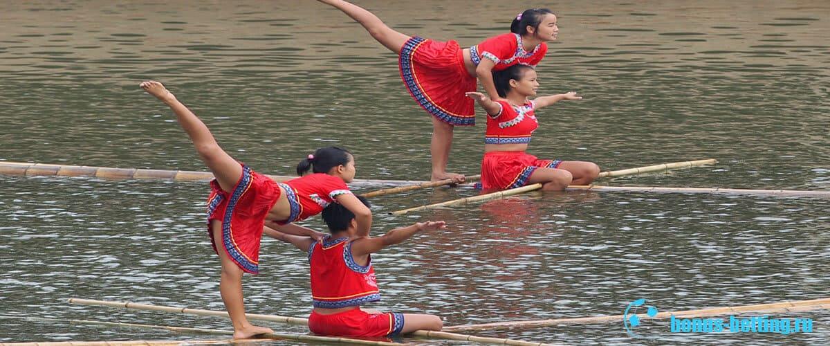 соревнования на лодках из бамбука