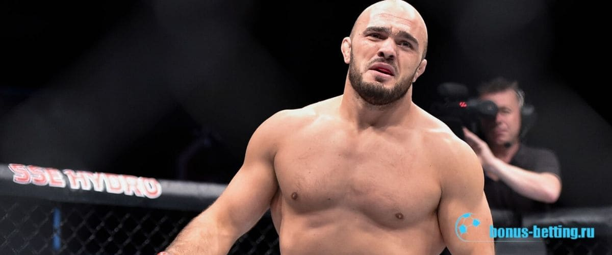 Илир Латифи на Бой Льюис vs Латифи на UFC 247