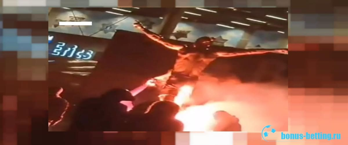Вандалы подожгли статую Ибрагимовича в Мальме