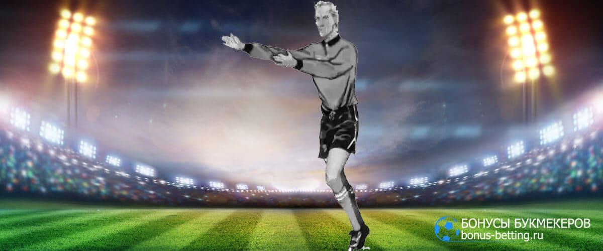отложенный штраф жесты в футболе