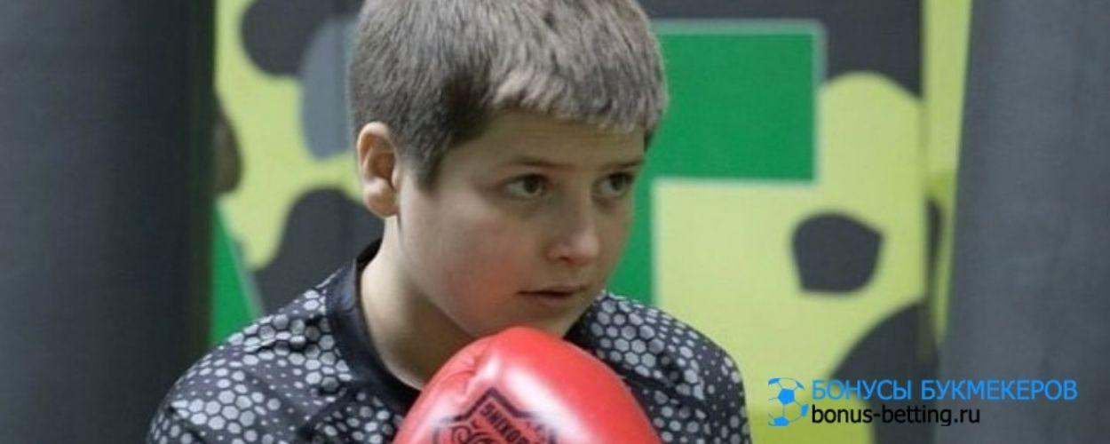В сети возмущены скандальной победой на ринге сына Кадырова