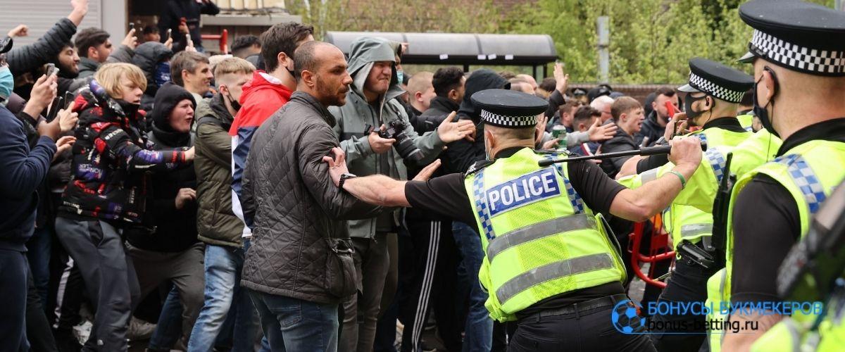 Фанаты МЮ сорвали игру с Ливерпулем