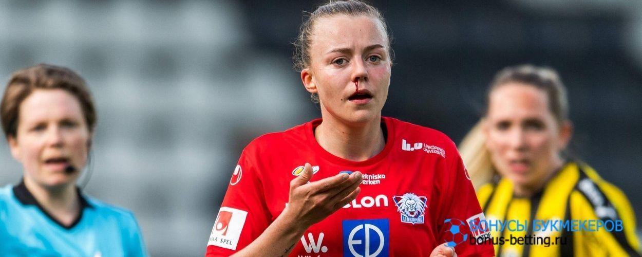 Шведскую футболистку наказали во время матча из-за кровотечения