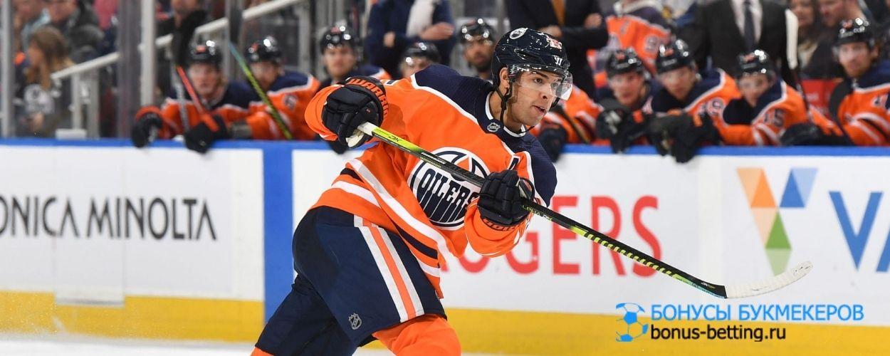 Эдмонтон готов увеличить зарплату защитнику, чтобы сохранить хоккеиста в клубе